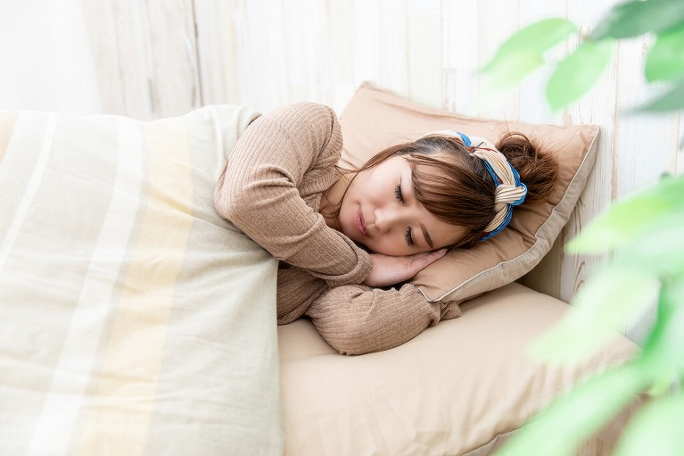 眠っている間に視力矯正 オルソケラトロジー